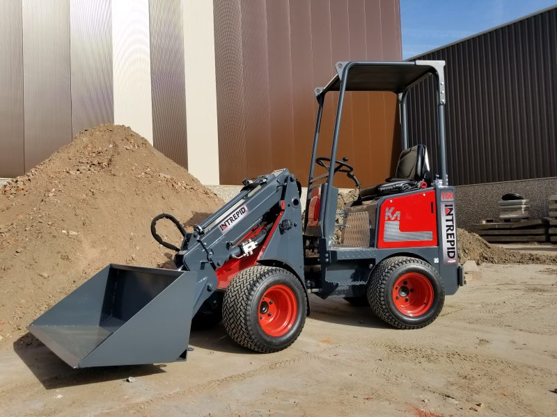 Mini articulating loader with bucket